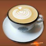 Achtsamkeit bei einer Tasse Kaffee - enjoy the moment - Lebensfreude-Academy