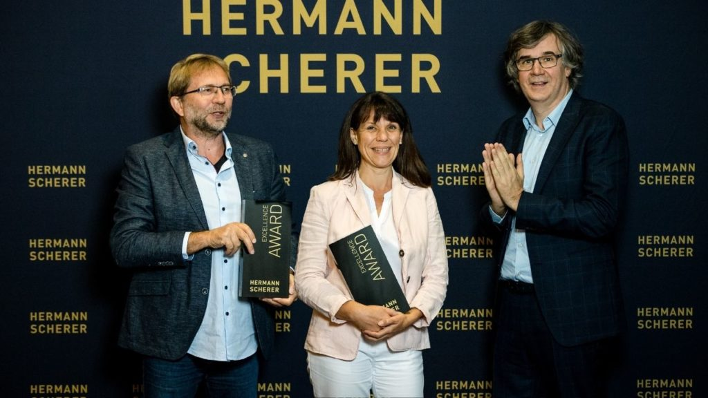 Excellence-Speaker-Award Verleihung- Lebensfreude-Academy beim internationalen Speaker Slam in Berlin