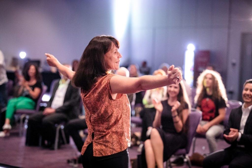 Sylvia Vortrag Lebensfreude beim Speaker Slam - Lebensfreude-Academy