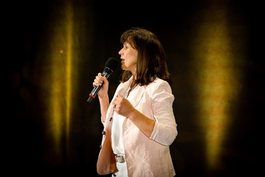 Sylvia beim internationalen Speaker Slam in Berlin - Weltrekord - Lebensfreude-Academy